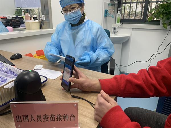 上海因私出国接种新冠疫苗首日,接种后需留观半小时才能离开