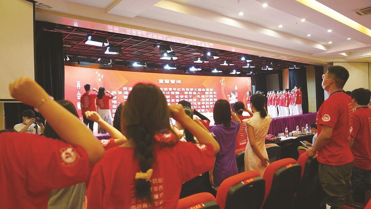 湖北科技学院星火支教志愿者宣誓